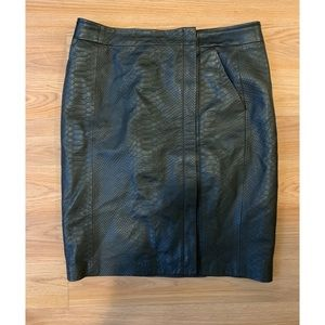 VINCE.— Leather Pencil Skirt